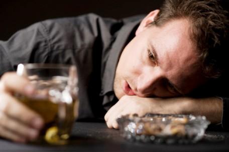 Мужской алкоголизм - причины, симптомы и лечение